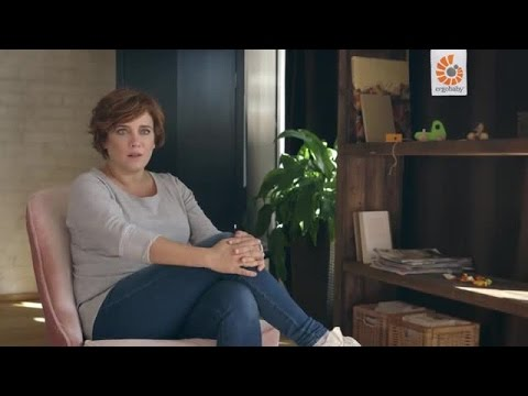 Premiere: Muriel Baumeister ist erste Ergobaby Markenbotschafterin /  Die Schauspielerin und dreifache Mutter erklärt im Video-Interview*, warum sie Babytragen für sinnvoll und wichtig hält