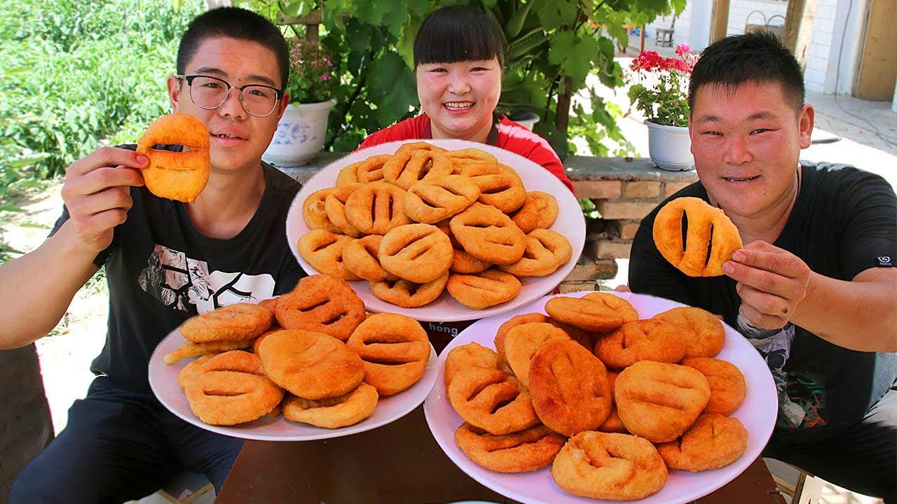【陕北霞姐】霞姐教你懒人早餐饼子,炸的软软的,搭配辣子菜,陕北早餐就是美~