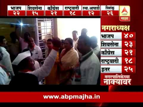 Solapur : Chaos by praniti shinde & congress members at collector office