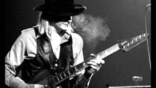 Watch Johnny Winter Everybodys Blues video
