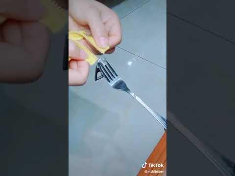 How to fix a broken zipper using a fork 😮