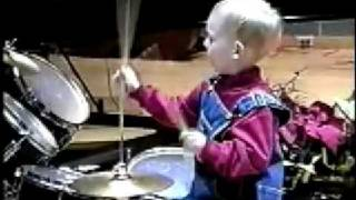 3 years old solo drummer