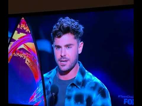 Zac Efron winning the BEST ACTOR DRAMA award at the Teen Choice Awards 2018