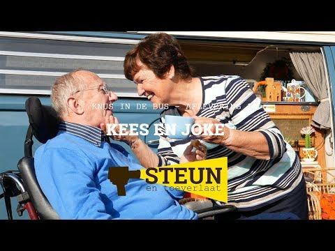 Still uit de video 'KnUS in de BUS | aflevering 1 - Kees en Joke - straalverliefd'