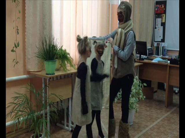 Изображение предпросмотра прочтения – «5д класс» читают произведение «Обезьяна и зеркало» И.А.Крылова