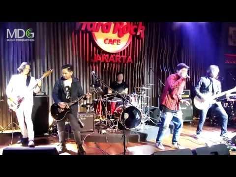 Piyu Ft. Firly Firlana & KANDA Brothers - Menanti Sebuah Jawaban (LIVE)