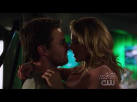 Arrow 5x20 | Oliver Felicity kiss scene |