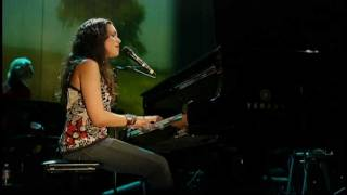 Norah Jones - She (Live)