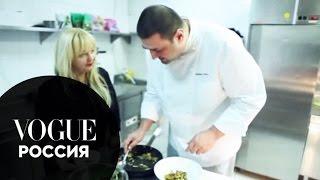 Рецепты от шеф-повара Vogue Cafe Юрия Рожкова(Шеф-повар Vogue Cafe Юрий Рожков готовит для вас праздничный обед: - Салат с белыми грибами - Карпаччо с трюфелем..., 2010-12-27T11:38:09.000Z)