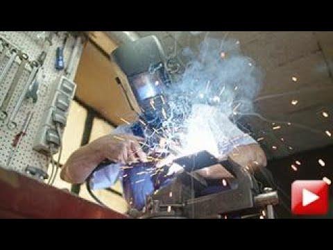 Österreich Bild:  Vorhang, Kran und Nussknacker -  Pfiffige Erfinder