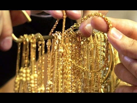 Gold remains weak on muted demand; silver ends flat