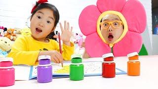 Boram e papai brincam em cores