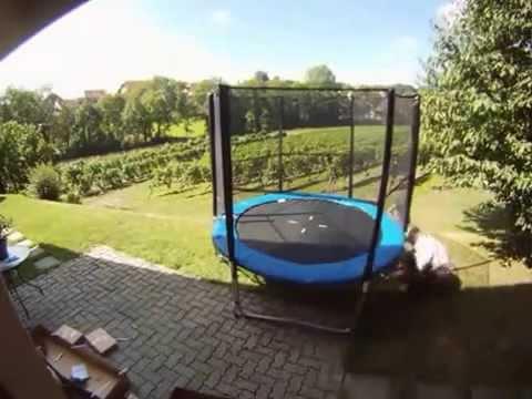 montage d 39 un trampoline doovi. Black Bedroom Furniture Sets. Home Design Ideas