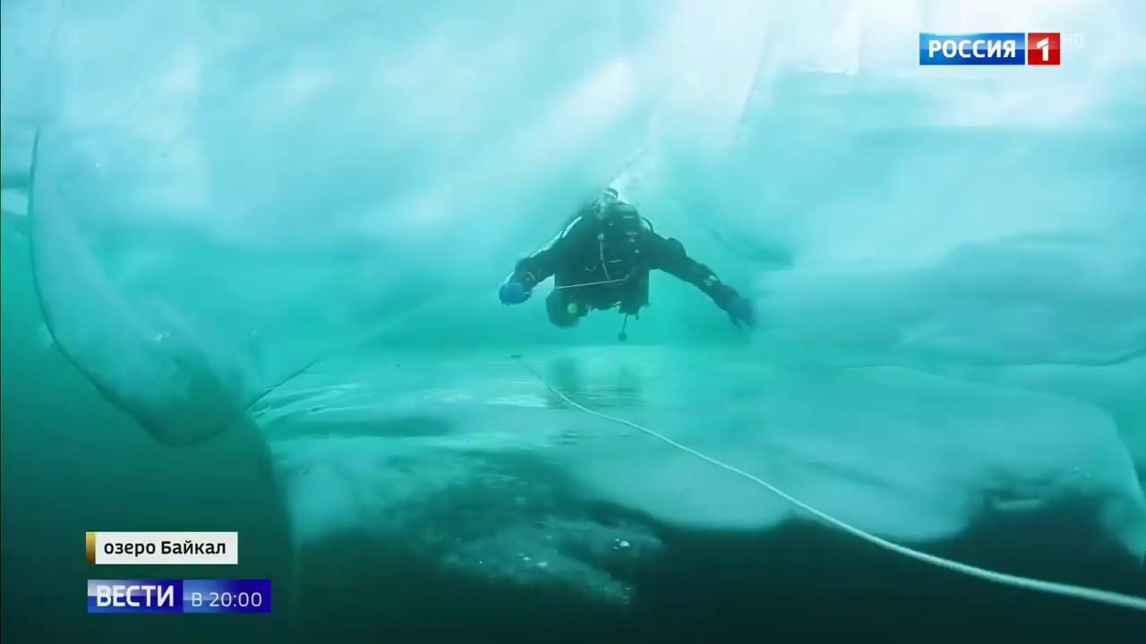 Лед зимой на озере Байкал