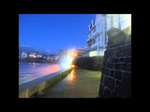 Grande maree nocturne Saint Malo Lundi 11 Fevrier 2013 - vagues deferlentes !