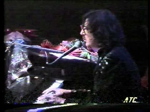 """Lolita Torres & Charly García - """"Filosofía Barata y Zapatos de Goma"""" Luna Park [1992]"""