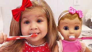 डायना और उसके पसंदीदा खिलौनो की सुबह की दिनचर्या।