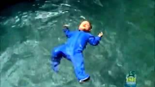 Приколы с Детьми! Отец Бросает Своего Младенца в Бассейн!(Интернет магазин игрушек на радиоуправлении - http://radiocontrol2.ru - кликайте. БЕСПЛАТНАЯ доставка + Подарок!, 2013-08-28T23:17:41.000Z)