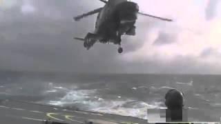Супер профессиональная посадка вертолета на корабль во время сильного шторма online(Страшные катастрофы вертолетов. Аварии вертолетов. Катастрофы 2015. Ужасные столкновения, аварии вертолетов,..., 2015-10-13T11:59:08.000Z)