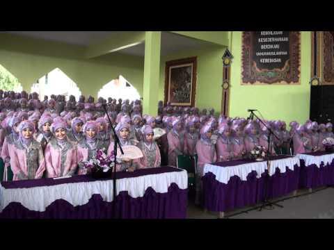 Haflatu-t-Takhrîj Pondok Pesantren Daar el-Qolam 1 Angkatan 37 - Wisudawan & Wisudawati Masuk Aula