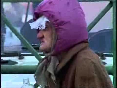 Бабка  орет на пидорасов