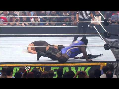 Mark Henry snaps Big Show's ankle: Money in the Bank 2011