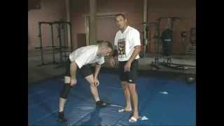 Захваты и контроль головы и шеи + удушающие в ММА(Контроль головы противника в схватке очень важен, как вы прижмете его к сетке, в какую сторону направите,..., 2014-02-10T06:16:46.000Z)
