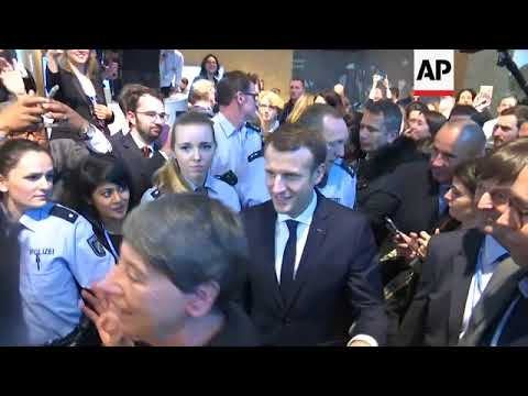 Macron visits pavilions at Bonn climate talks