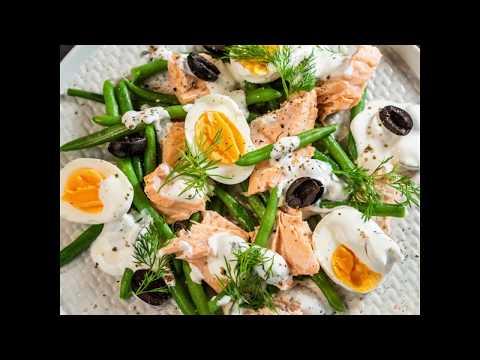Salată cu somon, fasole verde și ou