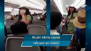 Usuarios de redes sociales, compartieron un video en donde bautizan a una mujer como Lady Covid, luego de quitarse su cubrebocas a bordo de un avión que se preparaba para despegar desde el Aeropuerto Internacional de Cancún en Quintana Roo