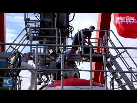 Watch how Chinese journalist dives to 4,811 meters in Mariana Trench (Recorded)