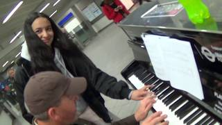 Download lagu UPS Guy Teaches Classical Girl To Boogie Woogie