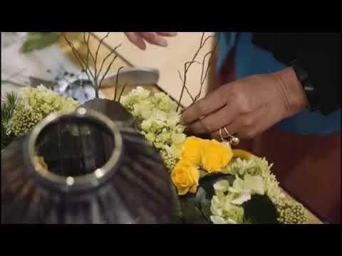 Emma Roberts and Keira Knightley Fashion, Floral Appliqué Trend, Fab Flashиз YouTube · Длительность: 1 мин42 с