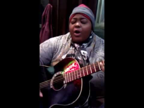 HOMELESS WOMAN FREESTYLING (SHE GOT VOCALS)