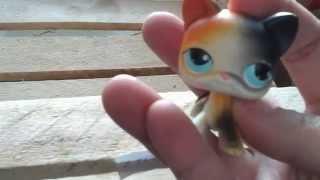 Кошка трех-цветная стоячая #106 с голубыми глазами