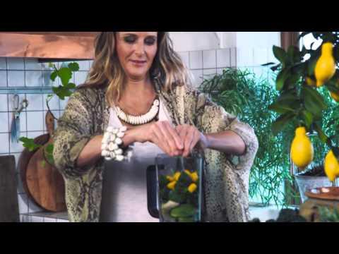 Anna Ottosson gör grön smoothie med Wilfa Blender