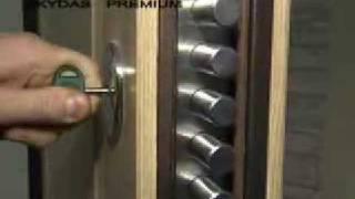 видео Бронированные межкомнатные двери: особенности конструкции