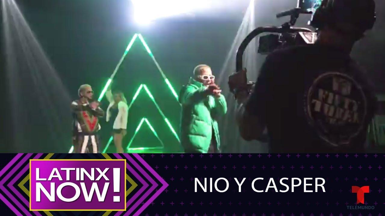 Detrás de cámaras de los Latin Billboard con Nio y Casper   Latinx Now!   Entretenimiento