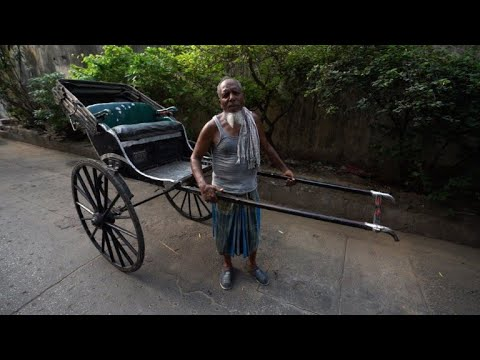 Rickshaw pullers, a bygone trade, fade from India's streets
