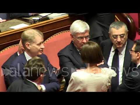 Senato, quel gesto tra Romani e Bernini che preannuncia tutto