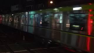 都営新宿線 10-300形区間急行「高尾山口行き」千歳烏山駅到着