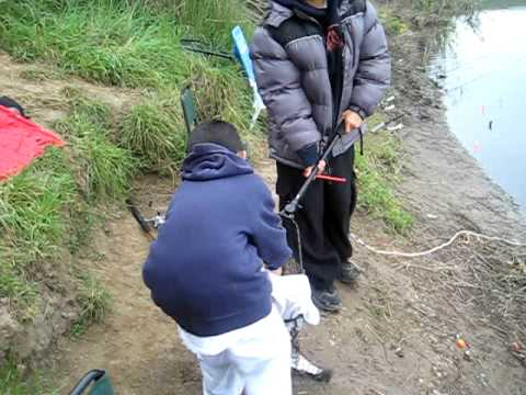Jamie and jordan fishing at quarry lake in fremont youtube for Quarry lakes fishing