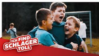 Dorfrocker - BOLZPLATZHELDEN (Offizielles Video)
