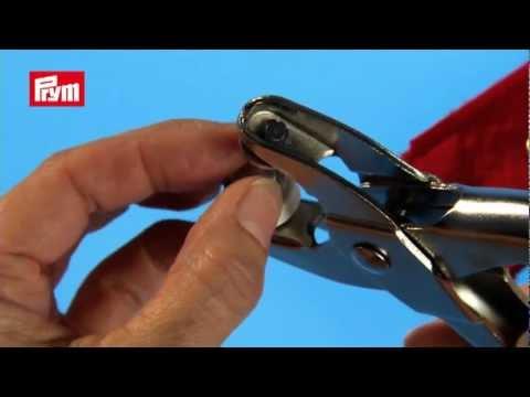 Comment poser des oeillets sur du tissu avec une pince