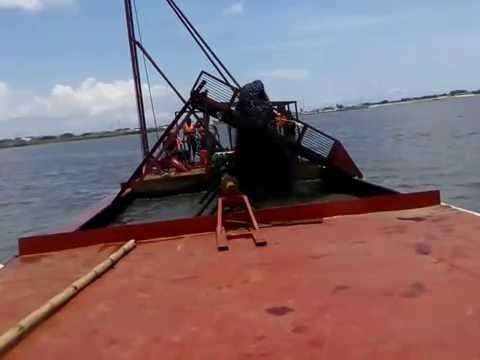 Jet suction dredger working, sand dredging machine, sand hopper dredger