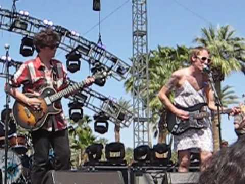 deer-tick-born-at-zero-coachella-2010-gkd33