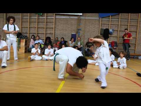 4 year old learning capoeira