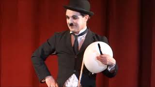 видео Двойник Чарли Чаплина на праздник в Москве