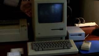 Vintage Macintosh 512k from 1984