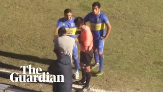 Makeshift VAR: referee checks goal using photographer's camera in Copa Perú